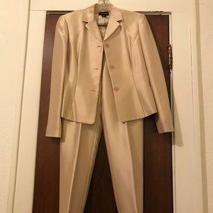 NWOT Ann Taylor Ankle Pant suit